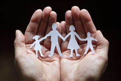 Adozioni: riconosciuto ruolo genitori affidatari